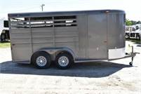 Used 2017 CM 3HSLBP 3 Horse Trailer with 2' Short Wall